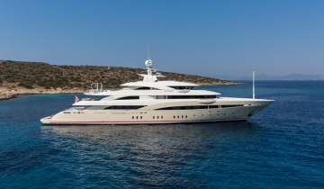 Yacht charter GOLDEN YACHTS 72M