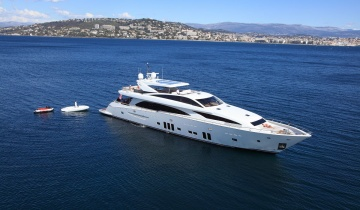 Yacht charter COUACH 37M