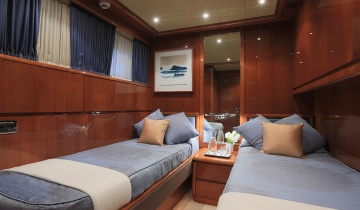 Flybridge FALCON 102 - Boat picture