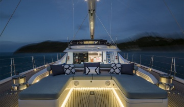 Sailboat Oyster Marine 38M - Boat picture